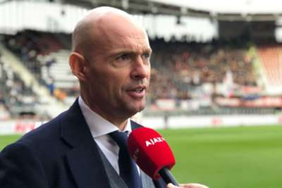 Ajax suspend manager Keizer, assistant Bergkamp