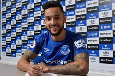 Theo Walcott leaves Arsenal to join Everton