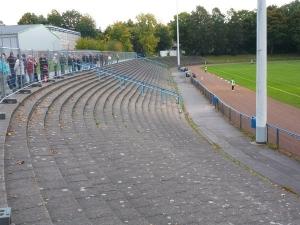 Helmut-Rahn-Sportanlage Kunstrasen unten