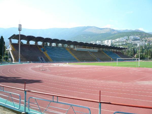 Stadion Avanhard, Yalta